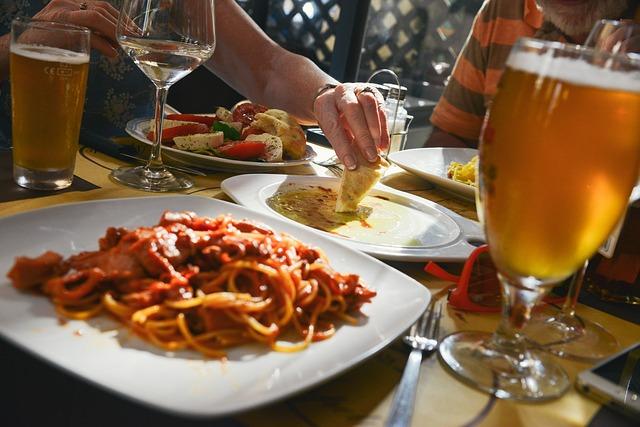 dinner-601576_640