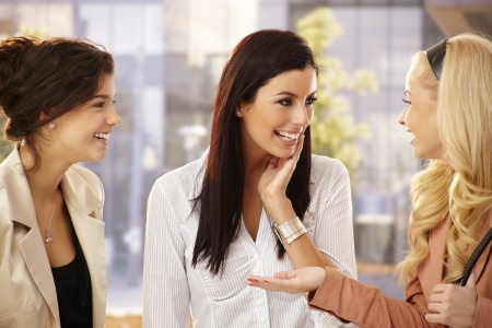 blog-pic-women-chatting-17926796