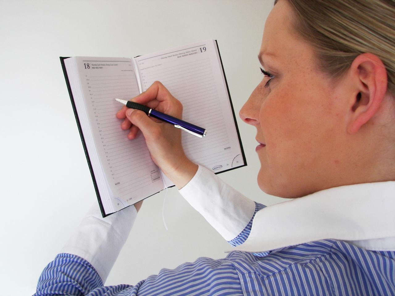 woman-writing-in-the-agenda-1236996-1280x960